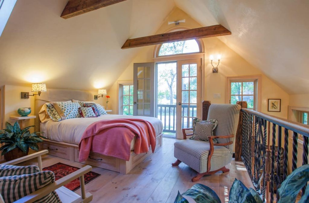 The stone cottage is located in Ridgeway Colorado and is a lovely place to say while in the area.