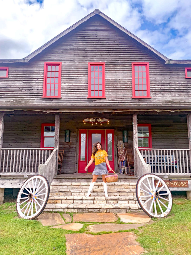 At the Wander Inn in the Texas Hill Country. Ideas for what to wear in Texas. What to pack for a Texas vacation.
